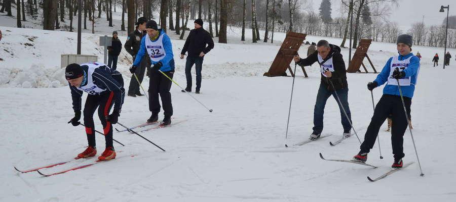 Wpierw bieg, następnie strzelanie, a po nim ponownie na trasę, biatloniści rywalizowali na Polach Grunwaldu