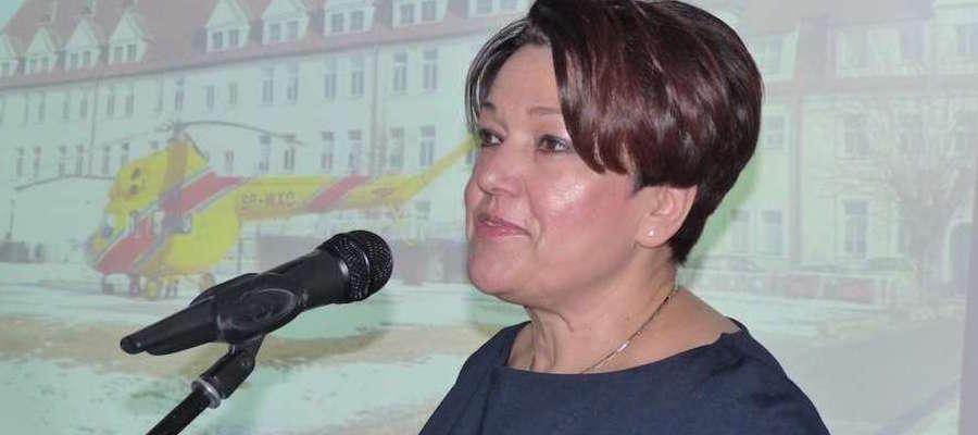 Iwona Orkiszewska, dyrektor Szpitala Powiatowego w Iławie  podczas uroczystości oddania do użytku lądowiska