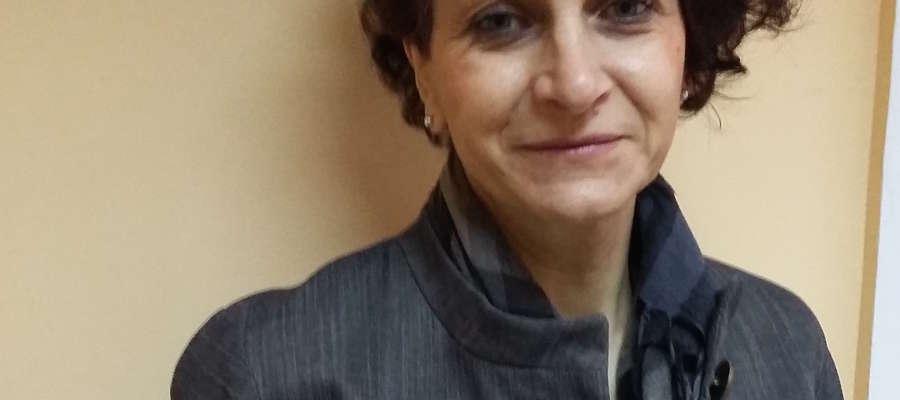 """Iwona Rosa, dyrektor I LO w Giżycku, poleca """"Traktat o łuskaniu fasoli"""" Wiesława Myśliwskiego"""