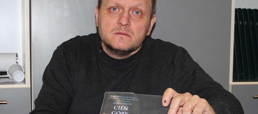 "Roman Chomicz poleca ""Shantaram"" i ""Cień Góry"" Gregory D. Robertsa"