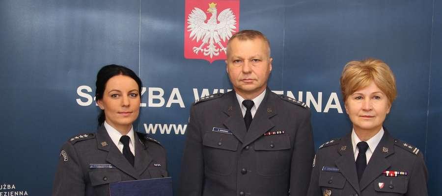 Nową dyrektor Aresztu Śledczego w Bartoszycach została kpt. Elżbieta Kociołowska-Błocka (po lewej).