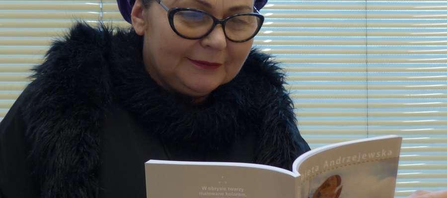 """Elżbieta Andrzejewska wydała swój pierwszy tomik wierszy """"Usta czasu"""""""