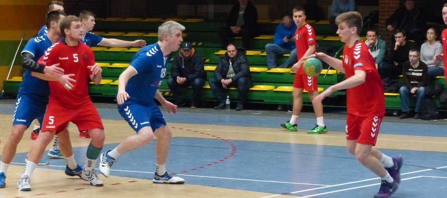 Jeziorak w obronie, najwyżej grający trener Grzegorz Baliński (sezon 2016/17)