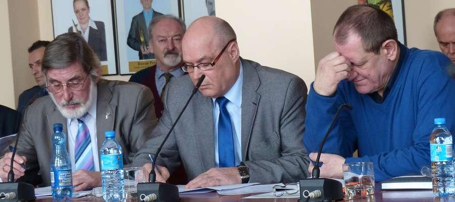 Na zdjęciu od lewej radni Wiesław Burdyński, Roman Brzozowski i Jerzy Płuciennik (wszyscy z PiS), którzy chcą utworzyć komitet ws. budowy pomnika