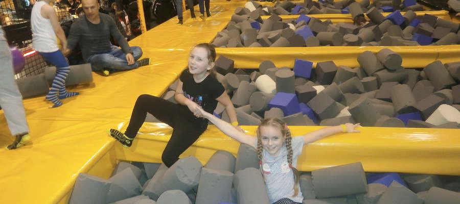 Jedną z atrakcji feryjnych zajęć dla dzieci z Sątop-Samulewa był wyjazd do parku trampolin w Olsztynie.