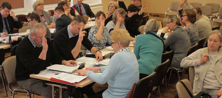 Radni jednogłośnie przyjęli uchwałę w sprawie zamiaru likwidacji szkoły w Grzędzie.