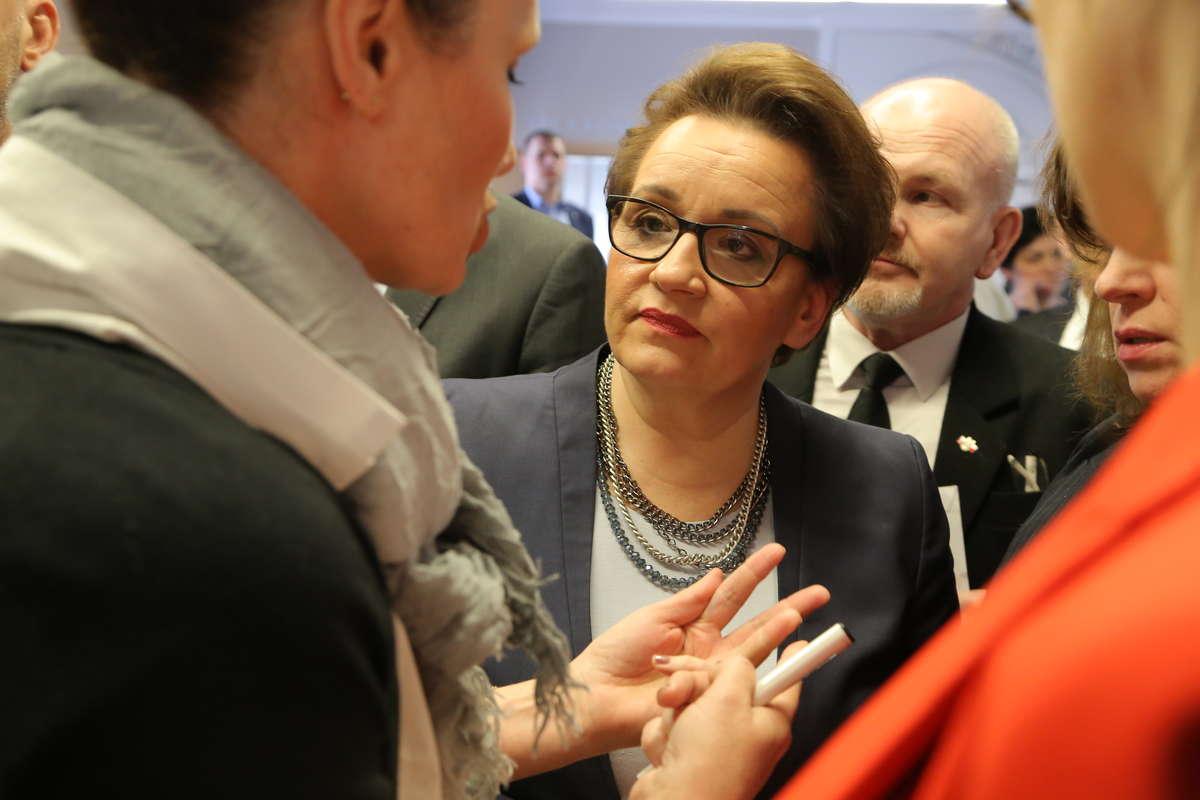 Minister Zalewska spotkała się między innymi z nauczycielami z regionu - full image