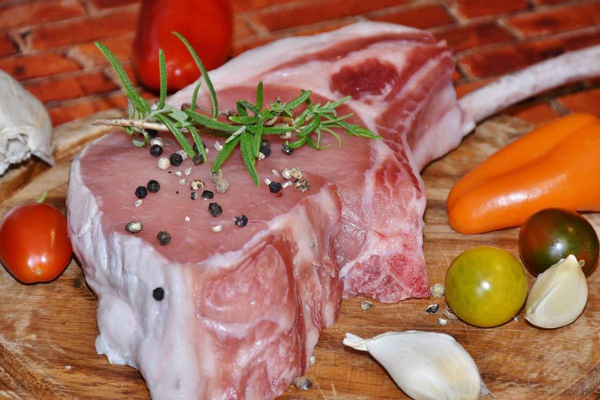Jesz za dużo mięsa? Narażasz się na raka jelita grubego, udar lub wylew - full image