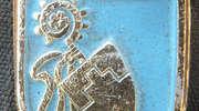 Znaczek wydany z okazji 600-lecia Bisztynka z herbem miasta.