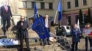 """""""Reelekcja Donalda Tuska dała nam wiatru w żagle"""". Happening na pl. Słowiańskim [zdjęcia]"""