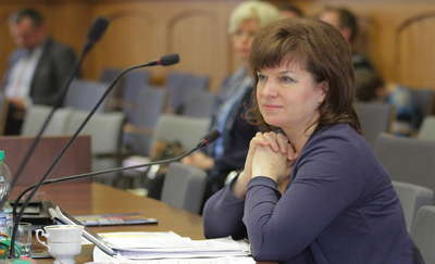 Olsztyńska radna klubu PiS popiera ruch antyszczepionkowy. Nie chce szczepień na HPV