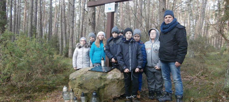 Uczniowie z sinogórskiej podstawówki uczcili pamięć niezłomnych