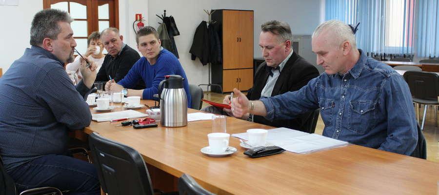 Atmosfera na komisji była wyjątkowo gęsta. Nad porządkiem obrad czuwał przewodniczący Wiesław Dobies.