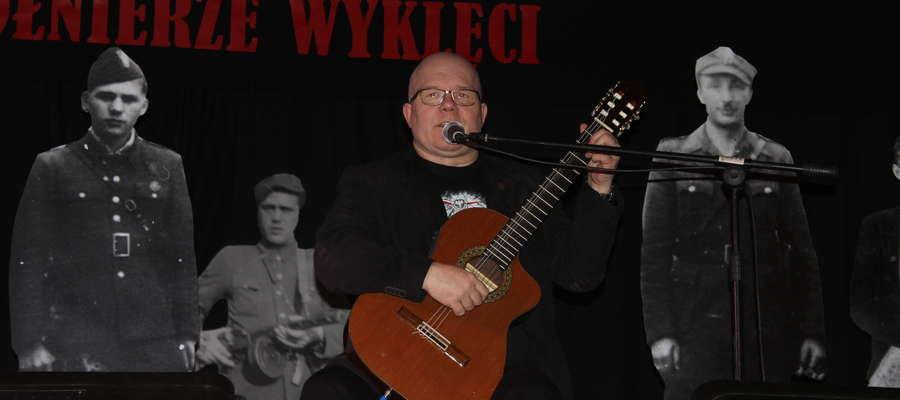 Andrzej Kołakowski zaśpiewał wzruszające utwory.