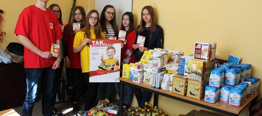 40 wolontariuszy z Gimnazjum nr 1 w Żurominie zebrało 670 kg żywności dla potrzebujących.