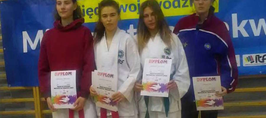 Druga z lewej Katarzyna Rutkowska