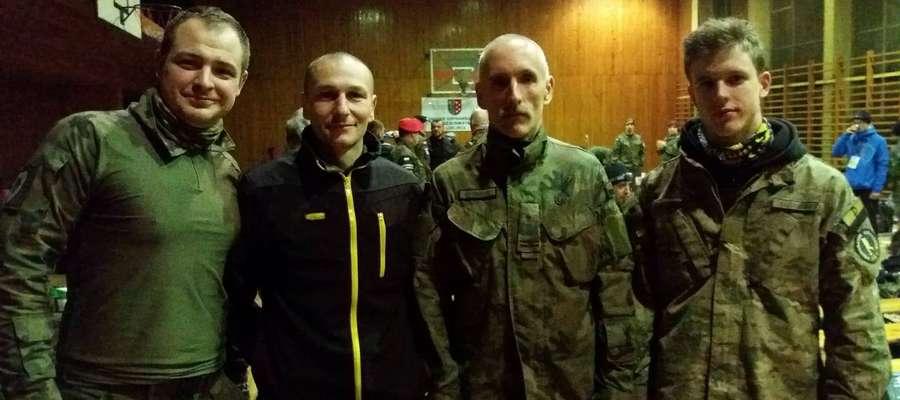 Od lewej: Ppor. Łukasz Kempiński i mł. Chor. Mariusz Sobierski z Braniewa wystartowali w Setce Komandosa