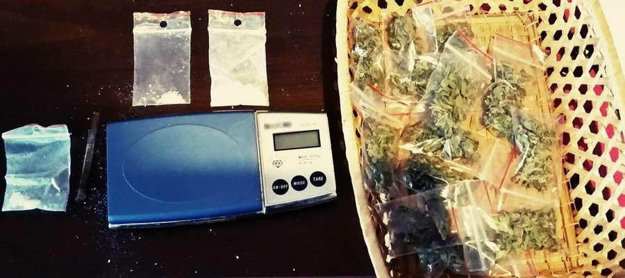 W mieszkaniu 25 latka znaleziono też elektroniczną wagę.