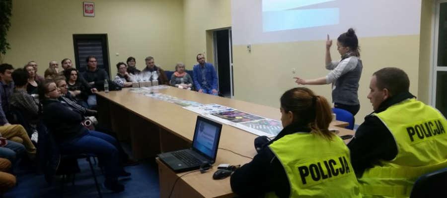 Policjanci spotkali się z członkami iławskiego Stowarzyszenia Osób Niesłyszących