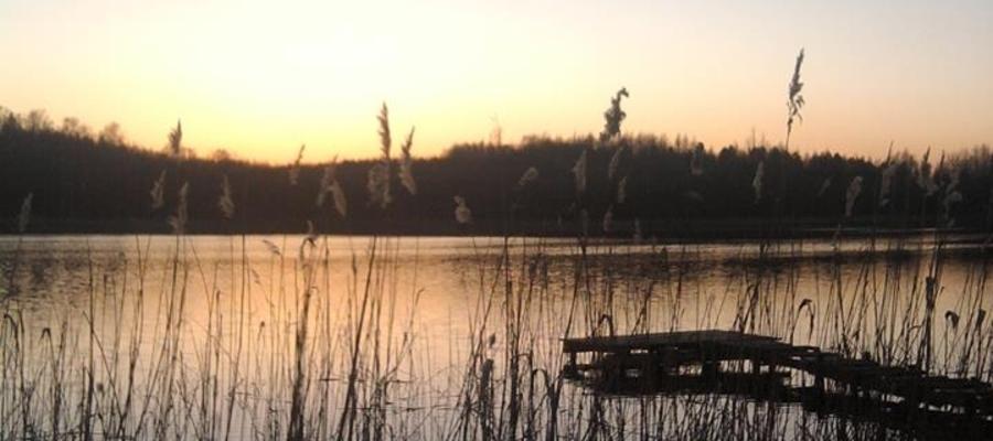 Wieczór nad jeziorem w Reszkowie.