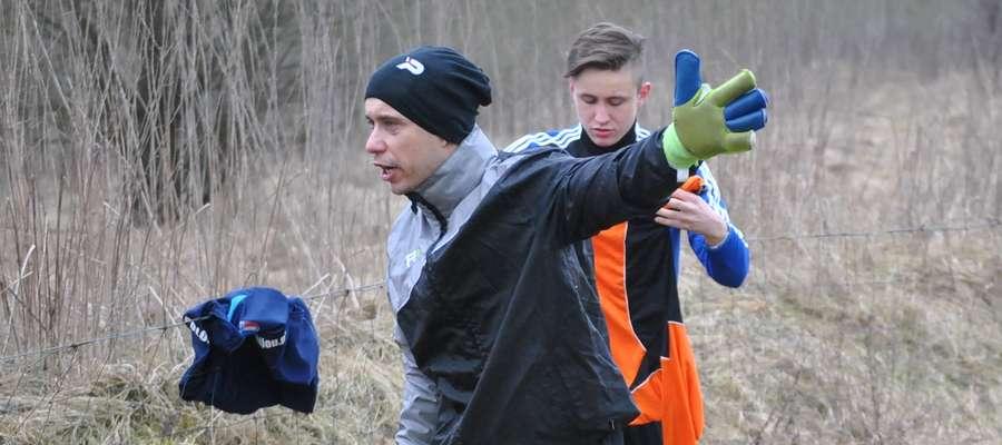 Fabian Wieliczko, trener (i bramkarz jednocześnie) drużyny z Zalewa miał do swych zawodników dużo pretensji za postawę w meczu z Jeziorakiem