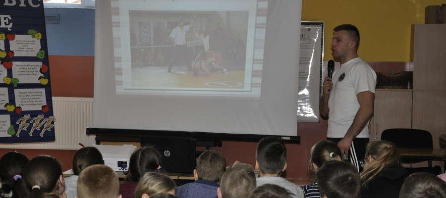 Krzysztof Przybysz opowiadał uczniom o swojej sportowej karierze