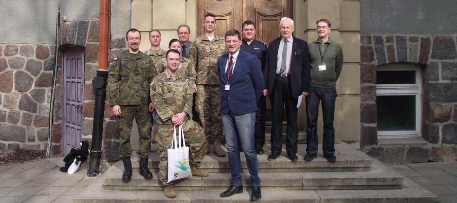 Pamiątkowe zdjęcie z delegacją NATO