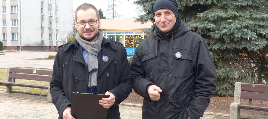 Grupa pn. Wspólna Iława rozpoczęła właśnie działalność. Na zdjęciu od lewej: Dawid Kopaczewski i Mariusz Gołębiowski