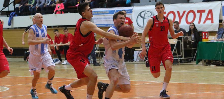 Koszykarze Stomilu Olsztyn w meczu z SMS PZKosz Władysławowo