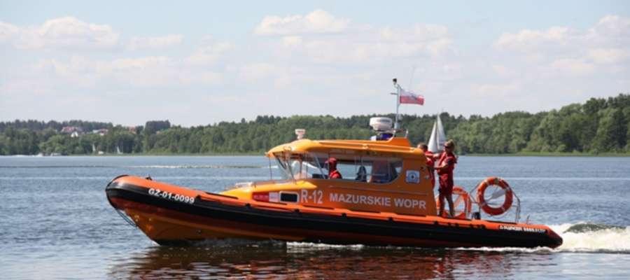 Ratownicy MOPR na jeziorze Niegocin