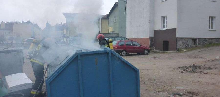 pożar kontenerów Mrągowo