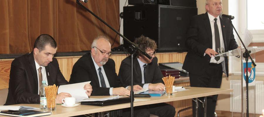 Burmistrz Bisztynka Marek Dominiak przedstawia pomysły na zwiększenie dochodów budżetowych.