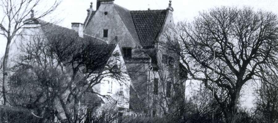 Dom pod siedmioma szczytami. Zimą ślizgano się do niego po zamarzniętej rzece Elbląg