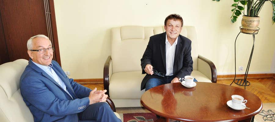 Sławomir Chojnowski (od prawej) - wójt Gminy Kleszczów i burmistrz Andrzej Szymborski nie kryją zadowolenia z efektów samorządowej współpracy