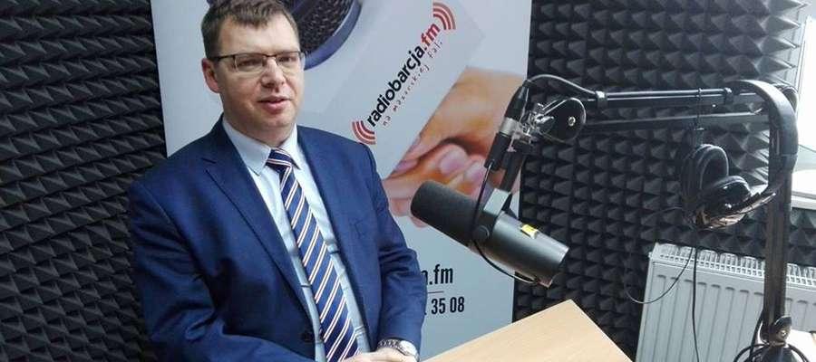 Wojewoda Artur Chojecki był jednym z wielu gości Radia Barcja. Czy w przyszłości będzie mógł jeszcze kiedyś odwiedzić radiowe studio przy ul. Pocztowej 13?