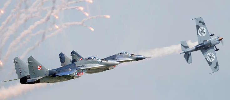 Akrobacje lotnicze podczas Majówki w Iławie - full image