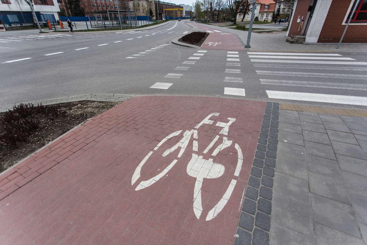 Rowerzysta potrącił rowerzystę. Poważna wywrotka i złamana ręka  - full image