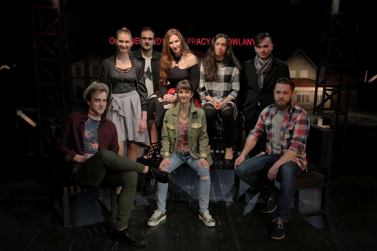 Ostatni dyplom studentów Studium Aktorskiego, działającego przy Teatrze Jaracza - full image