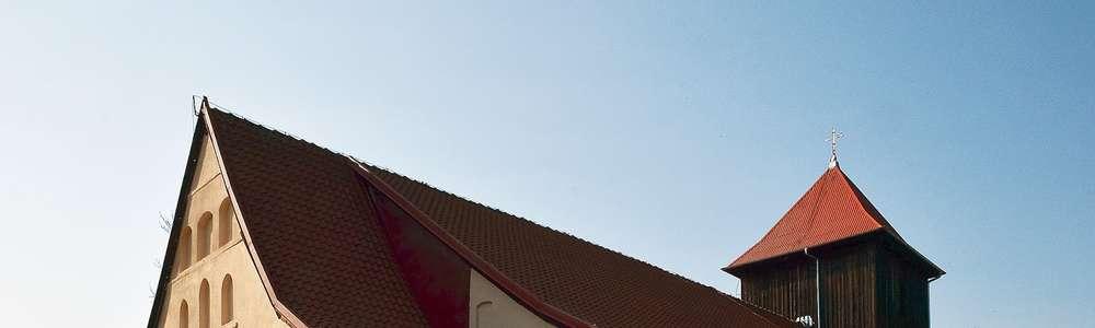 Dębowiec: kościół z XV wieku p.w. Najświętszego Serca Pana Jezusa