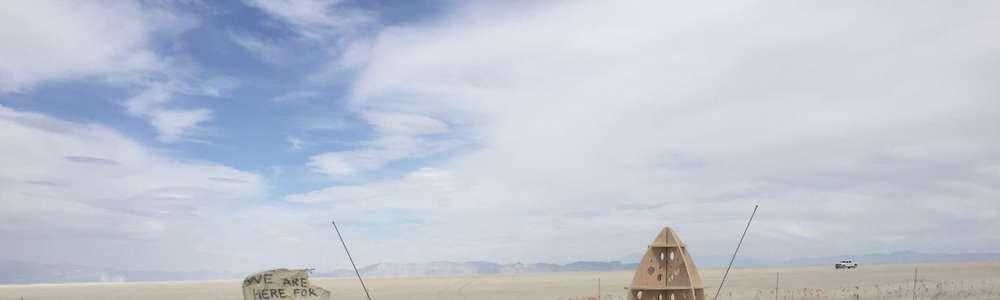 Katarzyna Stocka w Nevadzie na festiwalu Burning Man. Podobny festiwal odbędzie się w Olsztynie