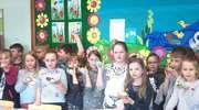 Dzieci tworzyły marcepankowego baranka