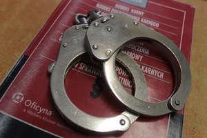 Pobili przypadkowego mężczyznę i ukradli mu portfel wraz z pieniędzmi