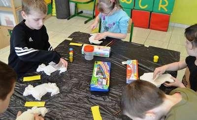 Dzieci ze szkoły w Dzietrzychowie wzięły udział w wielkanocnych warsztatach