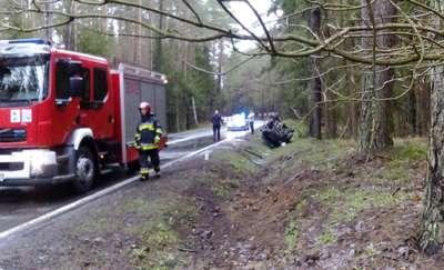 Samochód dachował na drodze między Olsztynem a Szczytnem