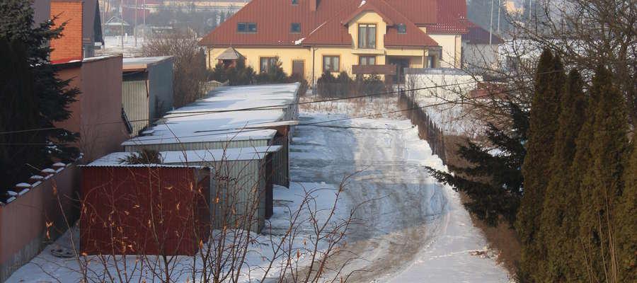 Działka znajduje się w atrakcyjnej części miasta. (zdjęcie z lutego)