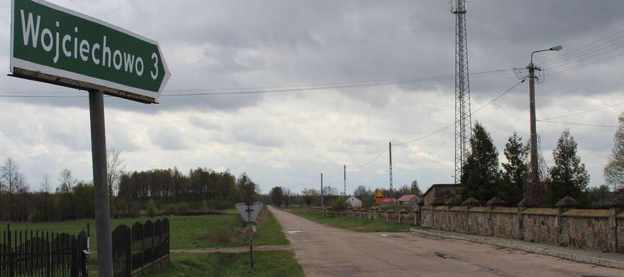 Droga w kierunku Wojciechowa jest w złym stanie. Niebawem się to zmieni.
