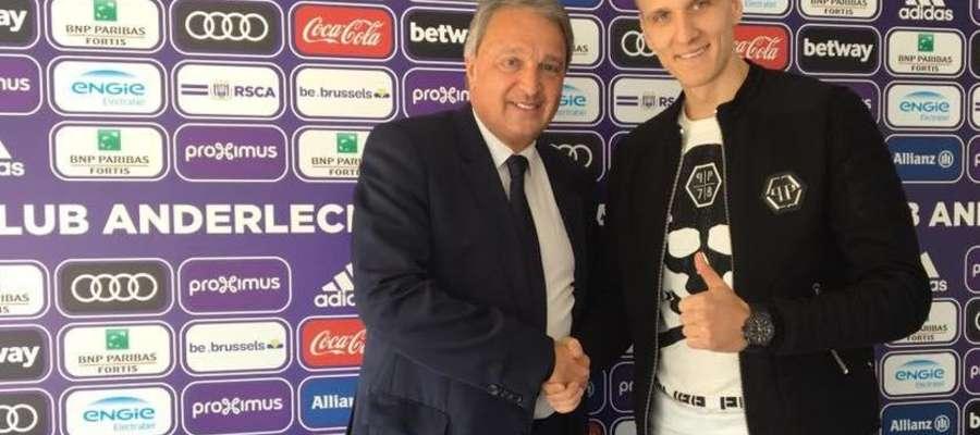 Fot. Facebook  Łukasz Teodorczyk z przedstawicielem belgijskiego klubu