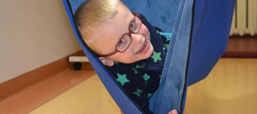 Bartek choruje na zespół Angelmana. To rzadka choroba, której istotą są zaburzenia w funkcjonowaniu układu nerwowego