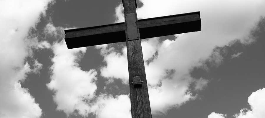 """Wspólnota Miłości Ukrzyżowanej śpiewała: """"Liche drewno ratuje moje życie, Błogosławiony krzyż, moja arka"""". Przeżywamy najważniejsze święta w roku liturgicznym."""