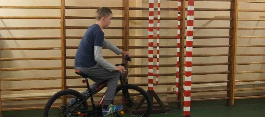 Podczas pokonywania rowerowego toru przeszkód
